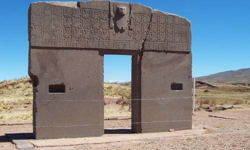 1024px-Zonnepoort_tiwanaku