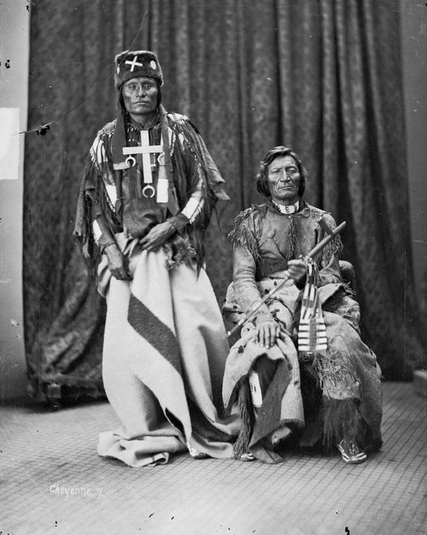 Little Coyote (Little Wolf) si Morning Star (Dull Knife), sefii triburilor Northern Cheyennes. Sursa http://siris-archives.si.edu/ipac20/ipac.jsp?uri=full=3100001~!9529!0&term=#focus, autor William Henry Jackson, Wikipedia.