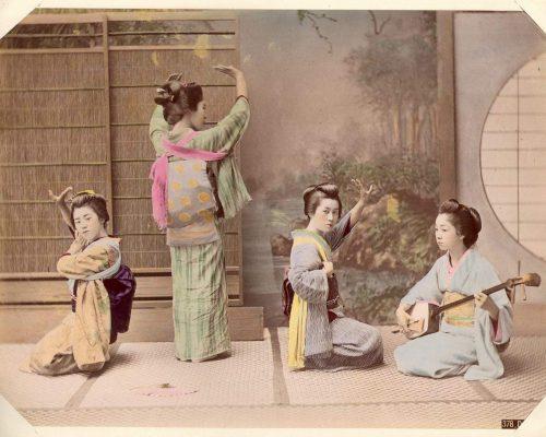 Kusakabe_Kimbei_-_378_Dancing